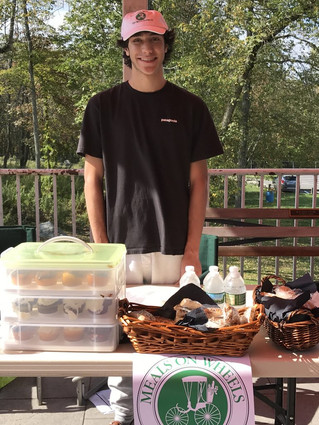 RHS senior creates roving bake sale to benefit Meals on Wheels