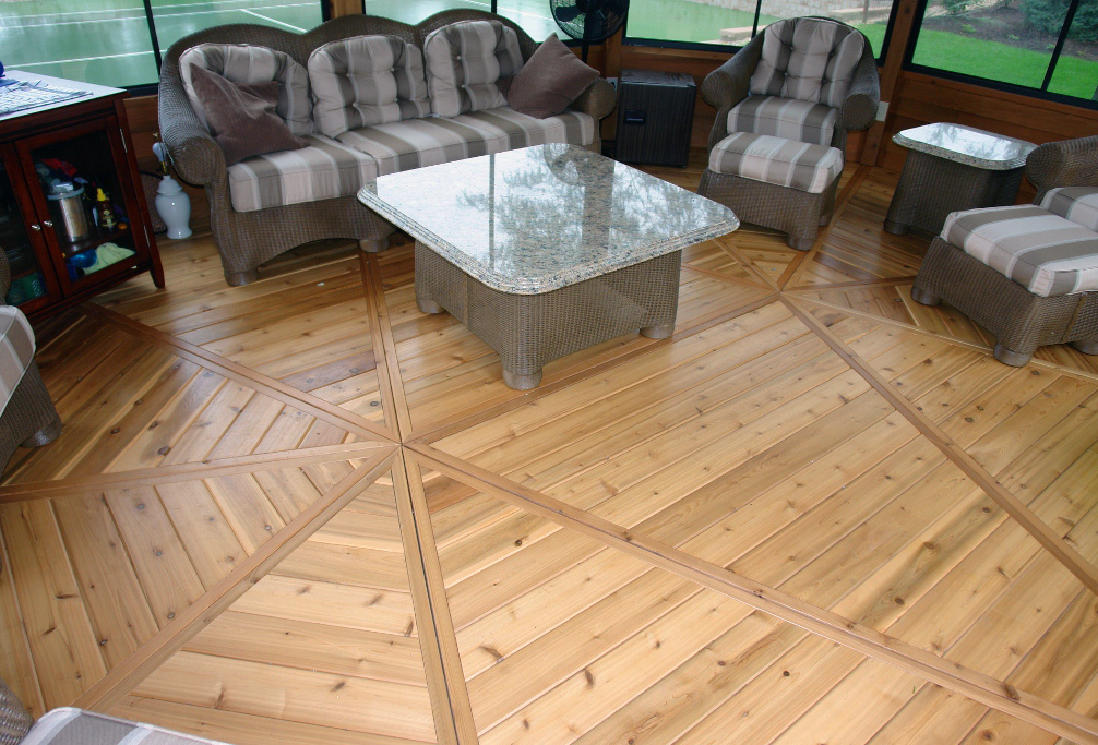 Three-Season Oval Floor