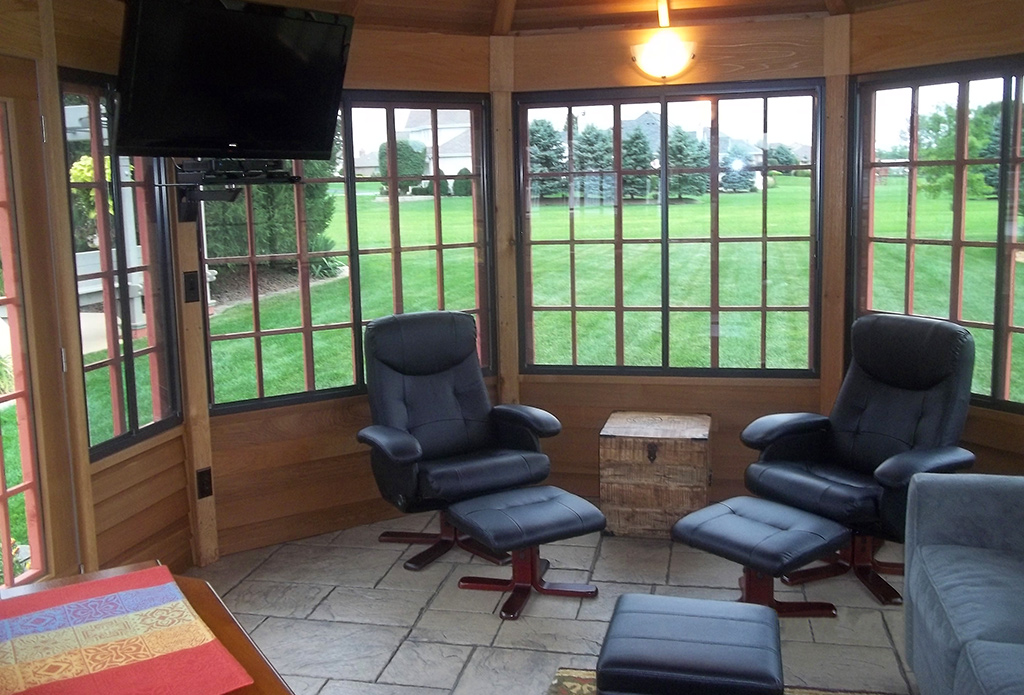 Three-Season Oval Interior
