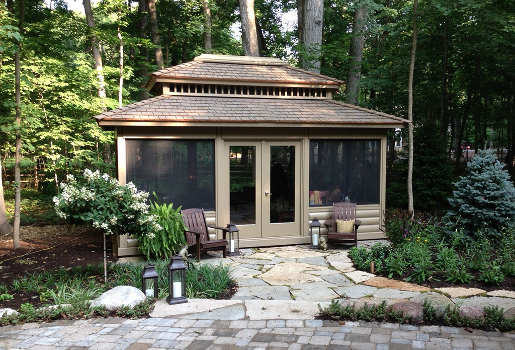 12'x18' Summerhouse with log siding