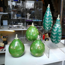 Beautiful green gourds by _kathcooperceramics. High gloss glaze and sgafitto design._._._
