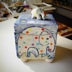 Bristol maker, Yvonne Halton, makes bright and playful Ceramics. Decorated with Bristol scenes, chic