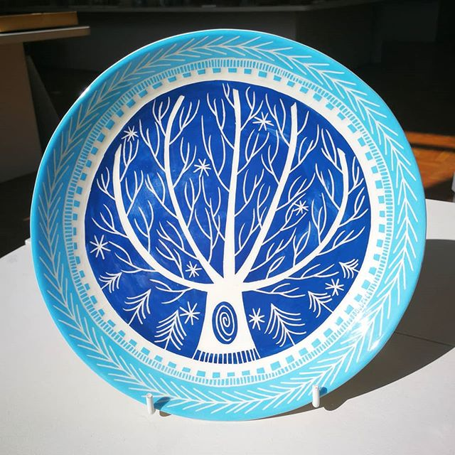 Majestic tree plate by _kathcooperceramics. Too pretty to eat apple pie off_! 😍😍 🌳🌲_._._