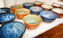 These bowls by _lansdownpottery are just