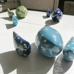 Beautiful small and large birds by Guest Potter _kathcooperceramics. Decorated with sgafitto and a h