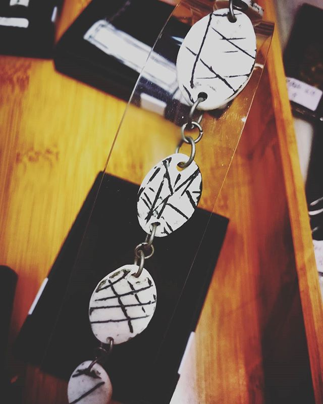 _pelin_hanley_ceramics has a lovely new range of monochrome porcelain jewellery in stock, here at Po
