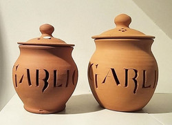 Terracotta garlic pots by Sean and Vici Casserley just in! _Any foodies out there_ 😍_._._