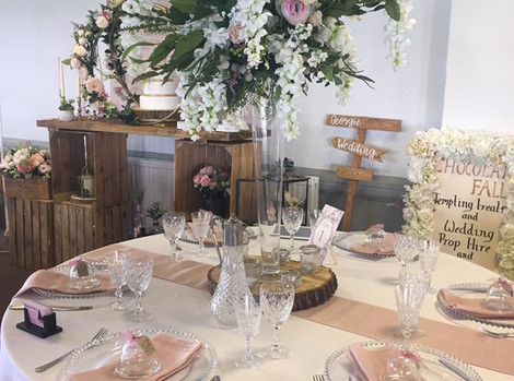 Long Glass Vase Wedding Boquet   Chocolate Falls