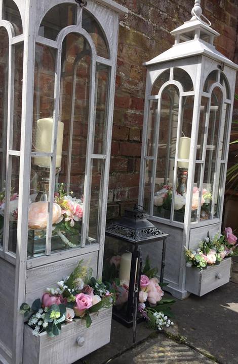 Giant Glam Wedding Lanterns Decor | Chocolate Falls