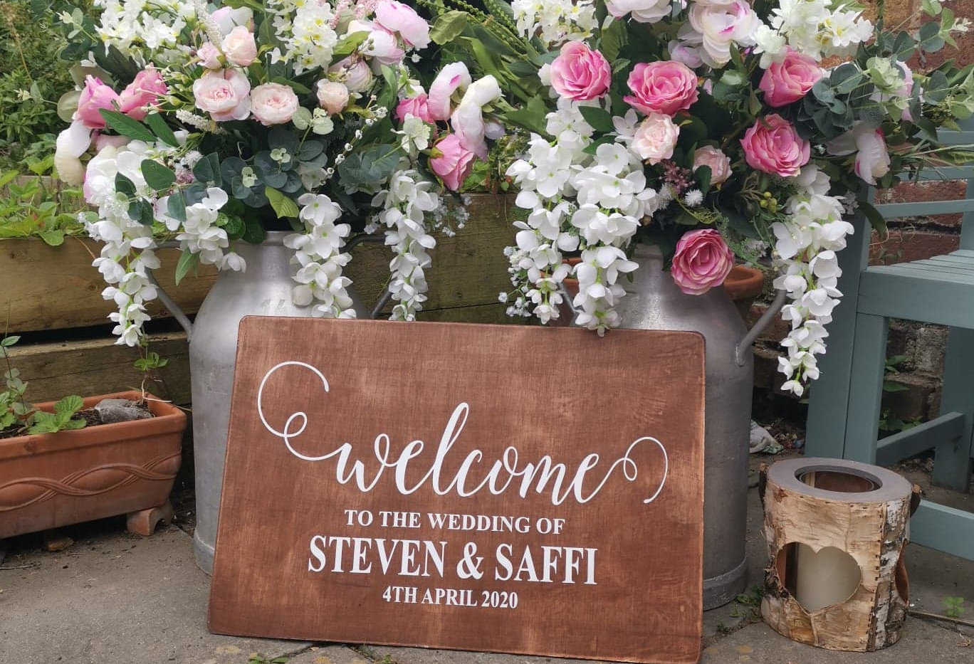 Personalised Wooden Welcome to Our Wedding | Chocolate Falls