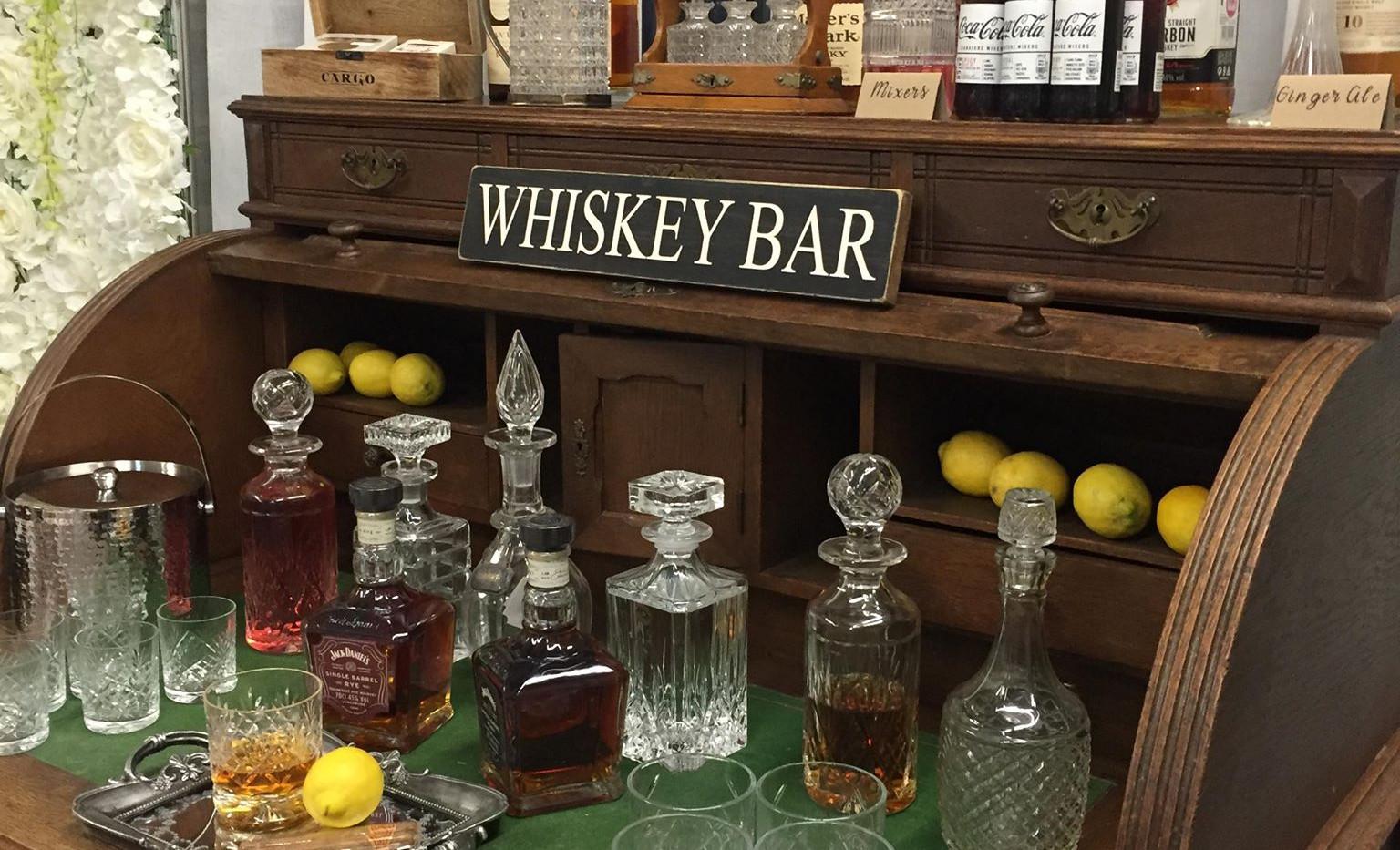 Whiskey Bar Gentleman Corner | Chocolate Falls