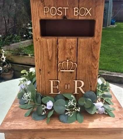 Rustic Post Box Wedding   Chocolate Falls