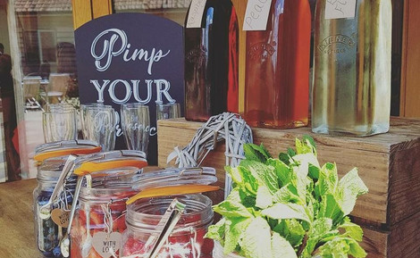 Pimp your Prosecco Wedding hire | Chocolate Falls