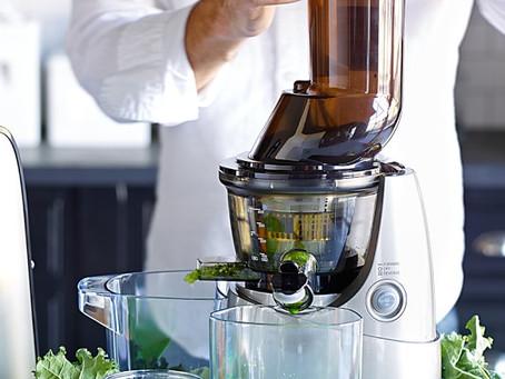 Slow juicer juicing