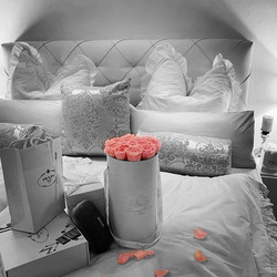 #rosenbox #present #surprise #rosa #weiß