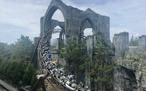 People riding Hagrid's Magical Creatures Motorbike Adventure through the ruins of a castle on motorbikes