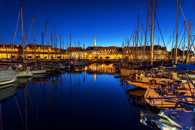 Le port de Saint-Malo à l'heure bleue