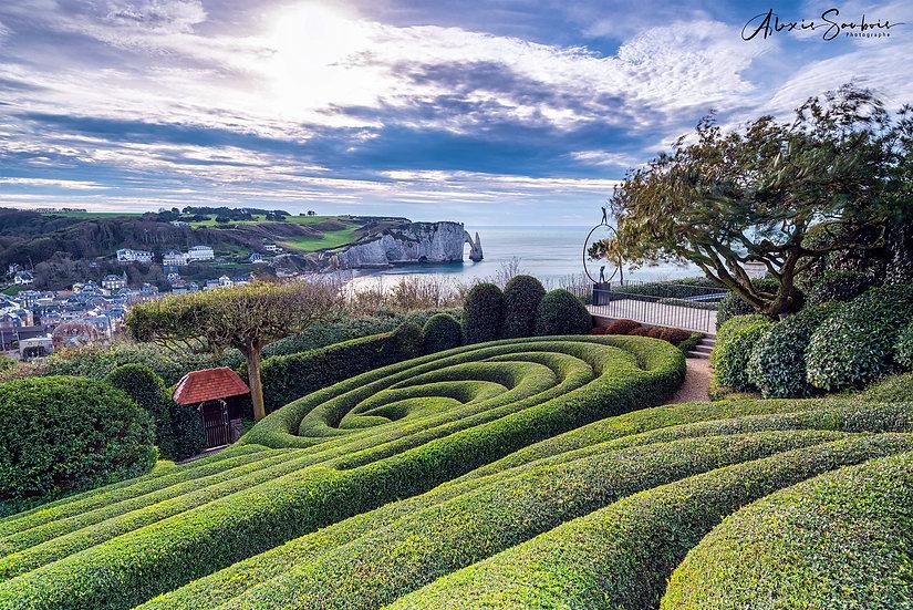 Magnifique vue sur les falaises depuis le jardin d'Etretat