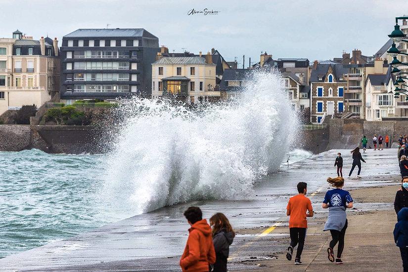 Attention à la vague !