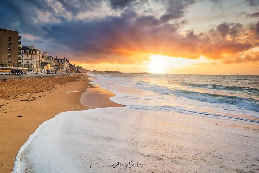 Un coucher de soleil les pieds dans l'eau