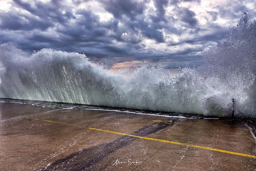 La vague au soleil couchant