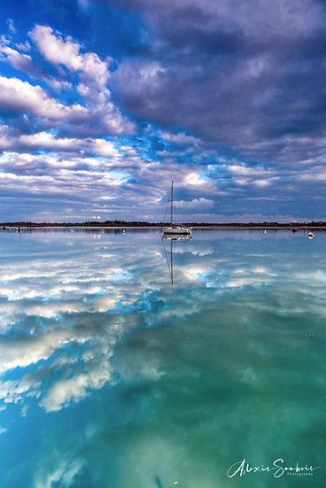 un bateau et son reflet au Port Saint-Hubert