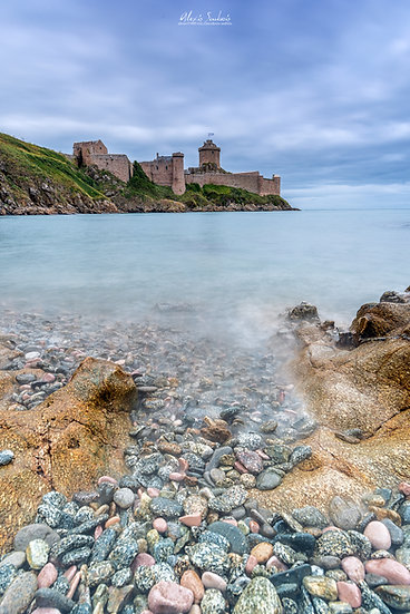 Le Fort La Latte et sa plage de galets