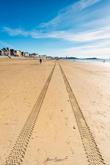 Empreintes municipale sur la plage du sillon
