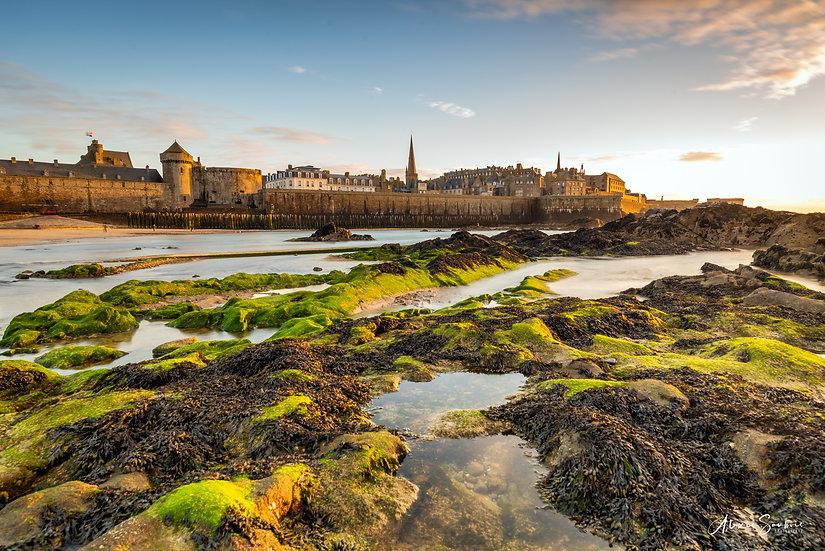 Saint-Malo depuis les rochers entre la piscine et le fort national