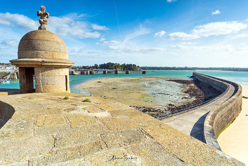 Le môle des noires et l'échauguette du Bastion Saint-Philippe