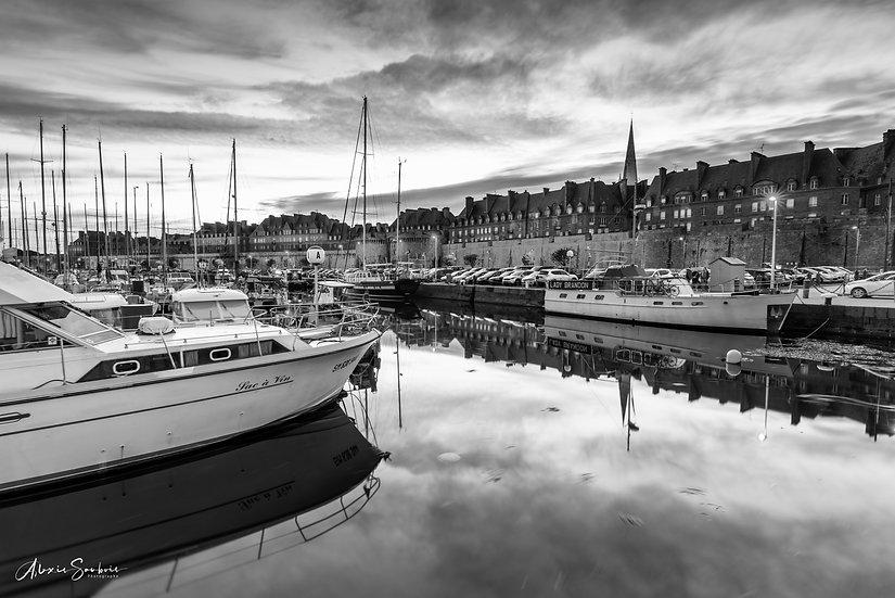 Reflet dans le Port de Saint-Malo [B&W]