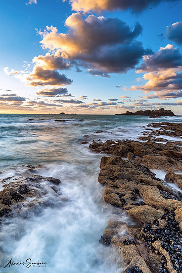 Sunset aux rochers sculptés
