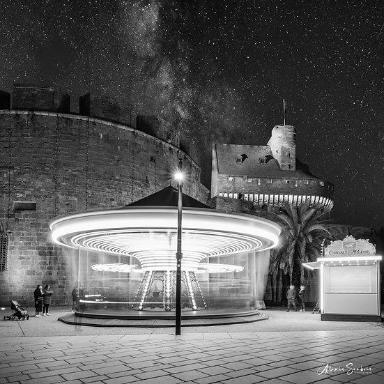 Le carrousel sous un ciel étoilé [B&W]