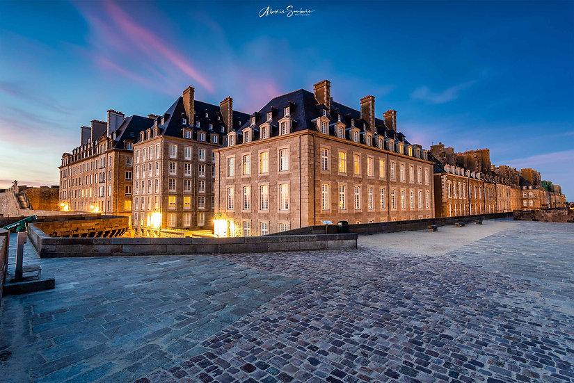 Fin de coucher du soleil sur la ville de Saint-Malo