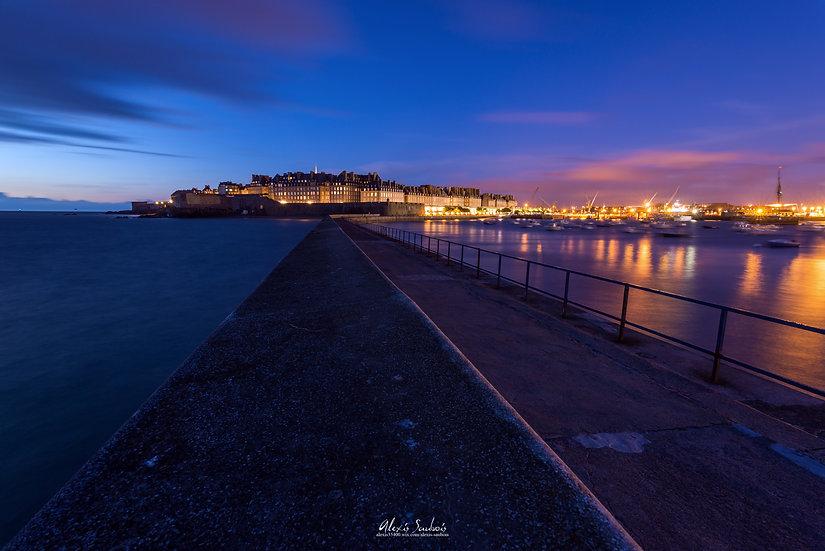 Saint-Malo de nuit depuis le Môle des Noires