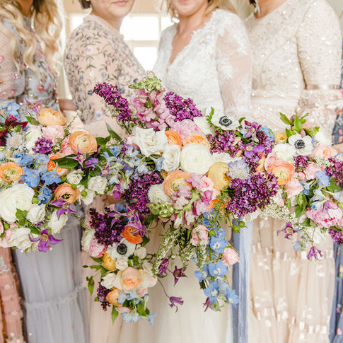8 Bridal party bouquet photos to get you in the mood for wedding season