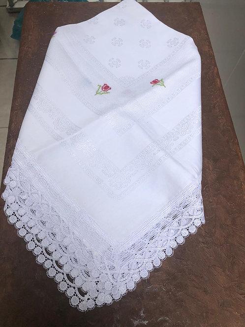 Toalha branca com bordado em ponto cruz