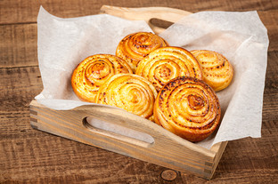 freshly-sweet-buns-with-curd-filling-and