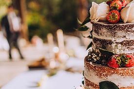 decorated-wedding-cake-9PE28VN.jpg