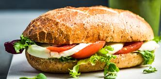 healthy-sandwich-bun-with-green-smoothie