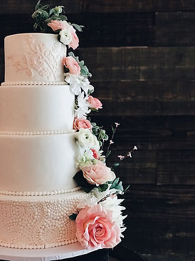 tiered-wedding-cake-with-fresh-flowers-2