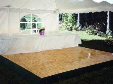 plancher de dance avec table d'honneur.j
