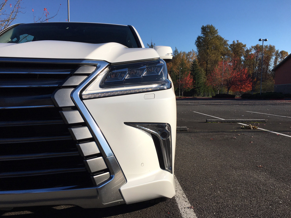 2018 Lexus LX570 - Lexus Keeps it Old-School, Again