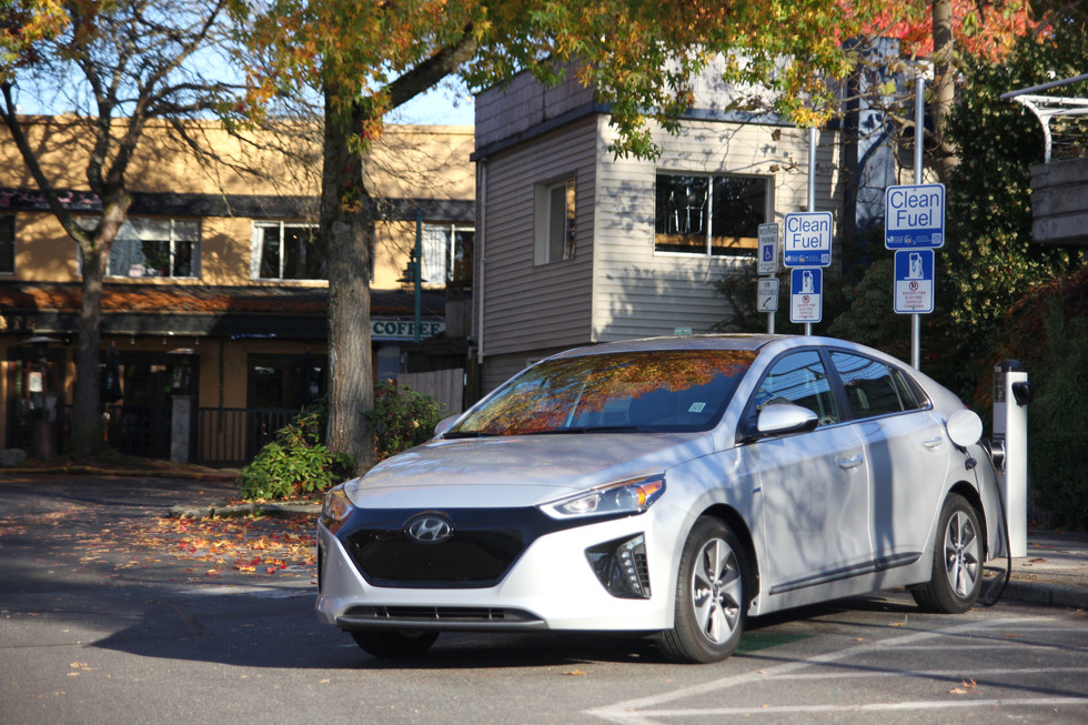 2017 Hyundai Ioniq Electric - Fit For The Daily Commute?