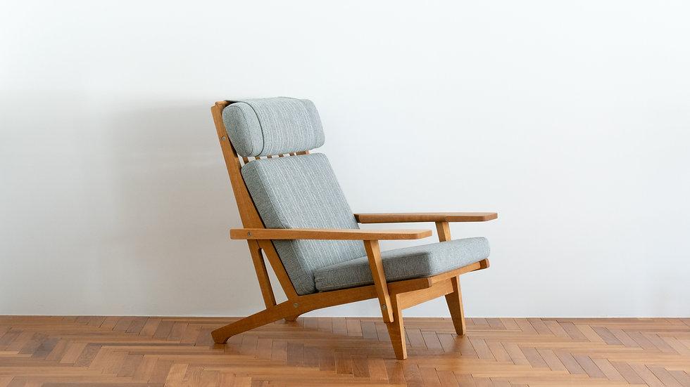 Hans J Wegner GE-375  Highback Sofa