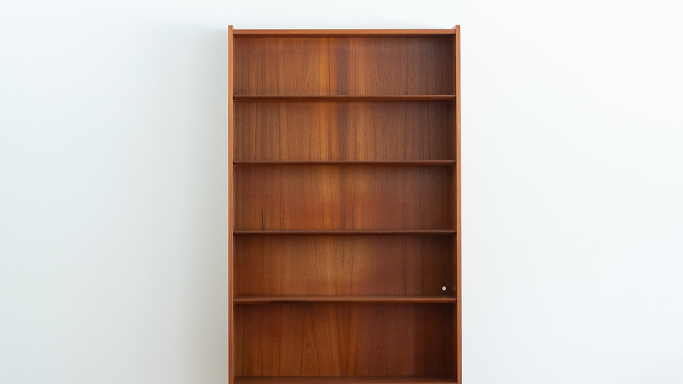 Johannes Sorth Book Shelf