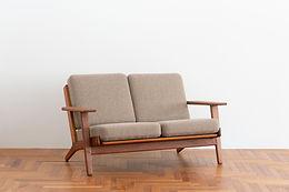 ハンス・J・ウェグナーの二人掛けソファ