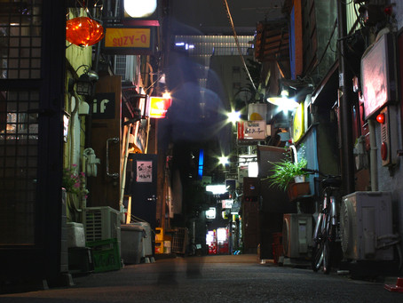 How Does the Golden Gai Constitute a Tactival Space against the Strategic Space of Shinjuku?