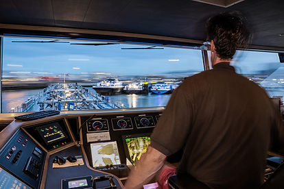 Schipper, binnenvaart tankerschip haven Rotterdam