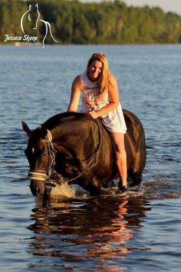 Hippi-que & Compagnons Jessica Skene Photographie cheval eau lac